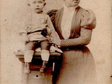 Нина Гахаева с племянником Сережей Готовицким. Ориентировочно 1900г.