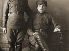 Марченко Степан Петрович. На фото справа. Так понимаю, в период срочной службы, до ВОВ.