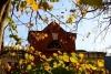 Чердачные окна улицы Варфоломеева, сфотографированные пригожим октябрьским днем.